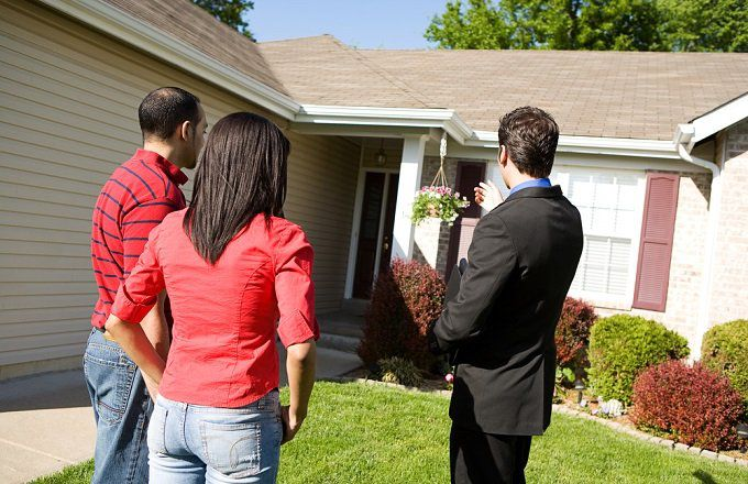 8 reasons to sell your home with an agent